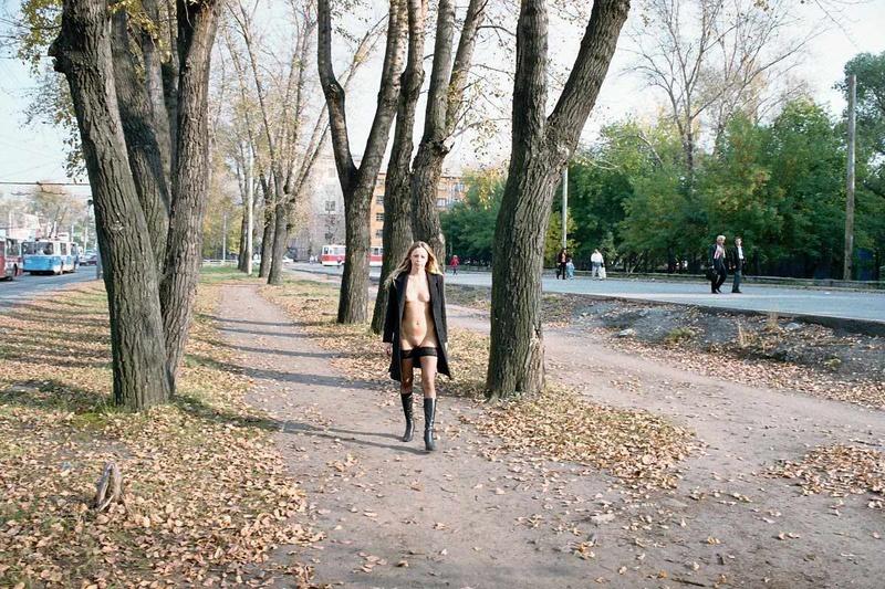 Голые девушки осенью фото